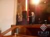 Il Presidente FIGB Giovanni Medugno consegna dei fiori a Fiorella Mannoia