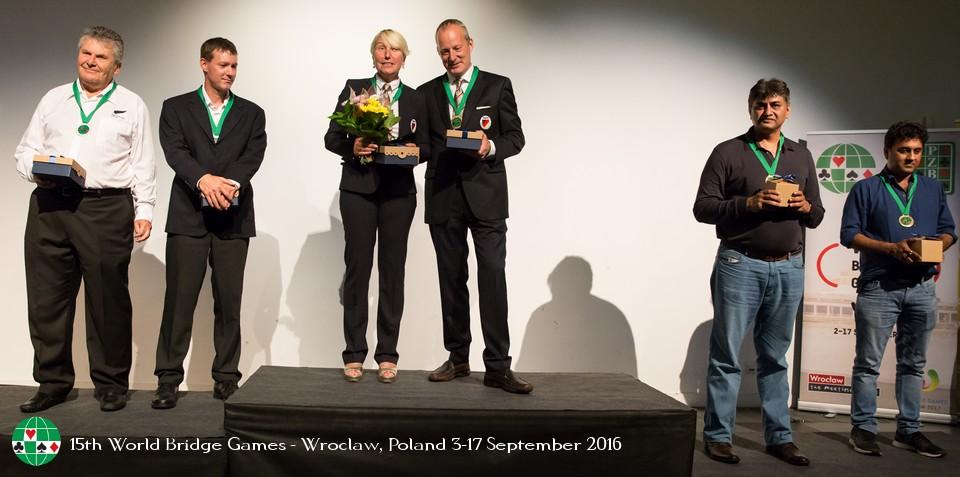 Il podio Open, con al primo posto Auken-Welland e al secondo Cornell-Bach